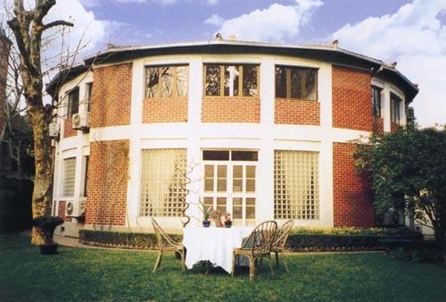 周均时上海故居(周均时故居位于上海新华路329弄36号,被捕前曾居此楼里,该建筑上海为优秀近代建筑,建于20世纪20年代末,为市文物保护单位。)