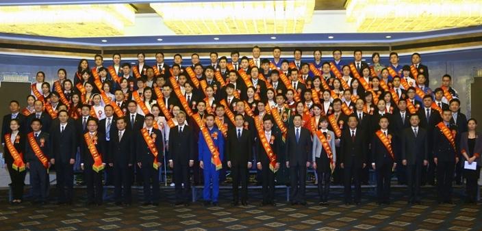 作为优秀大学生代表受到市委书记韩正接见
