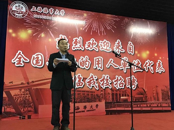 党委副书记、副校长王海威致辞