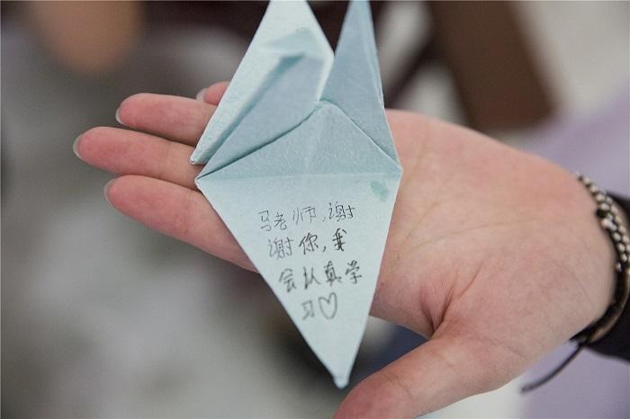 胡美香折的感恩千纸鹤