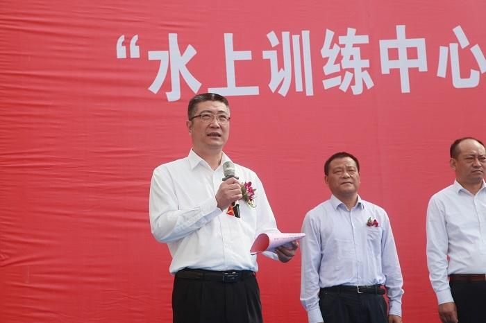 副校长杨万枫主持仪式