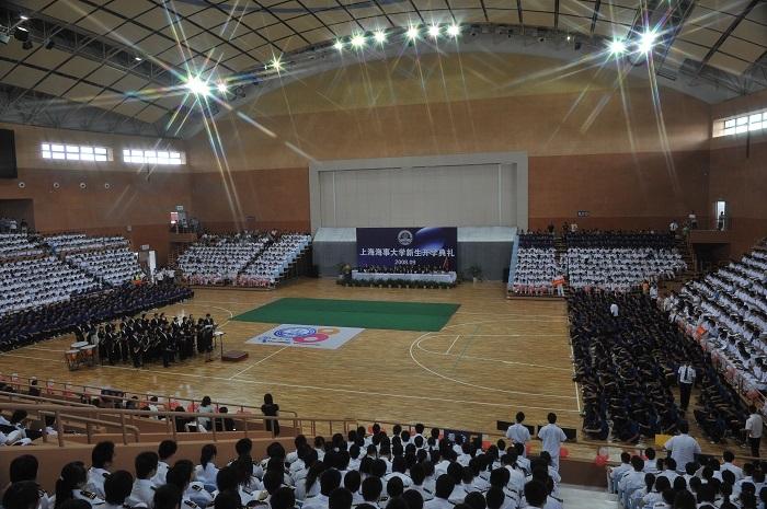 2008年9月14日中秋佳节,开学典礼首次在新校区体育馆举行,喜迎2008级新生