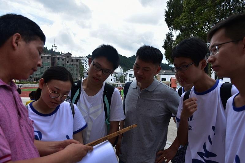 在杨柳塘镇中心小学了解刻道课程
