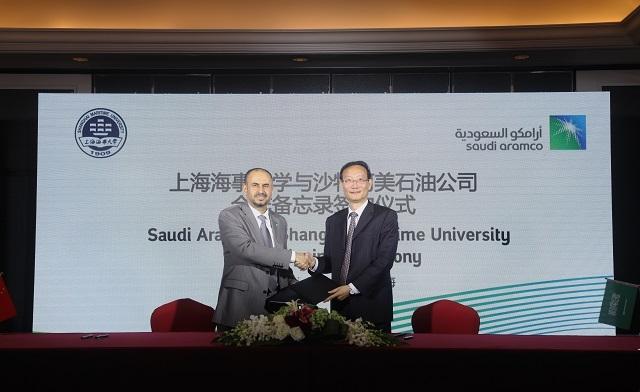 黄有方校长与沙特阿拉伯石油公司高级副总裁阿哈默德•萨阿迪签署备忘录