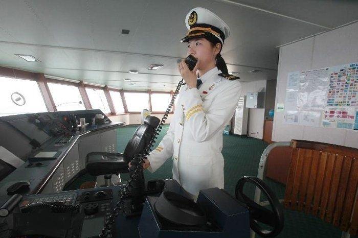 """2012年7月,我校教师白响恩随我国第五次北极科学考察队登上""""雪龙""""号,成为中国第一位穿越北冰洋的女驾驶员"""