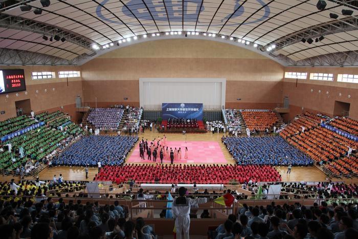 2013年9月9日,2013级新生开学典礼在新校体育馆举行