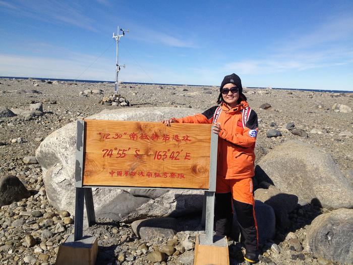 2014年10月,我校教师龚慧佳随中国第31次南极考察队赴南极科考
