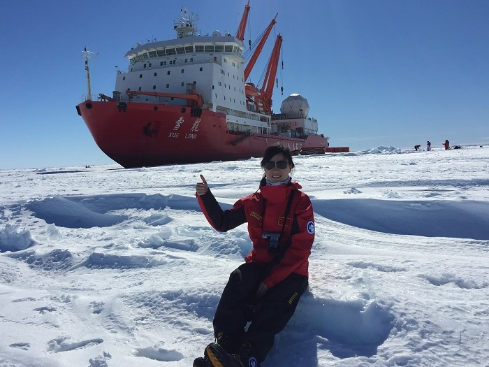 """2016年11月,我校罗捷老师作为二副随""""雪龙""""号参加第33次南极科考"""