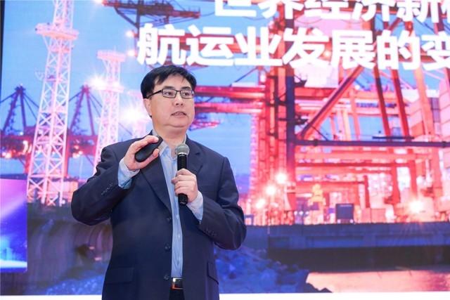 中国远洋海运集团副总经理、党组成员黄小文发表演讲