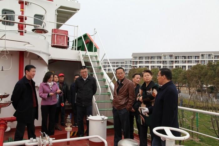 2016年3月7日,黄有方校长一行视察组合式液货模拟船建设工作