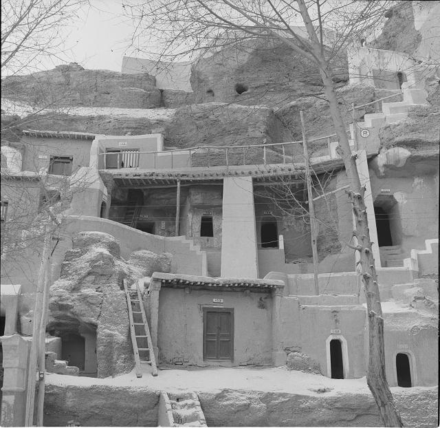 高窟第194-200窟地段-洞窟加固前现状-1956年