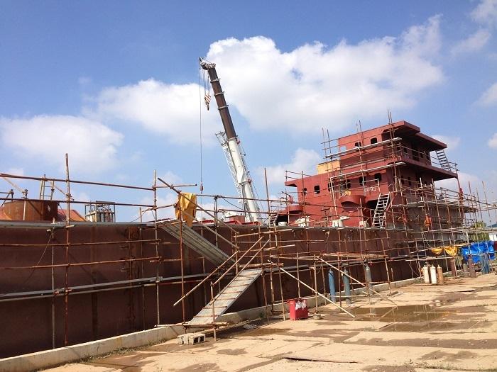2014年进行模拟船建造及配套工程建设(现场建造场景)