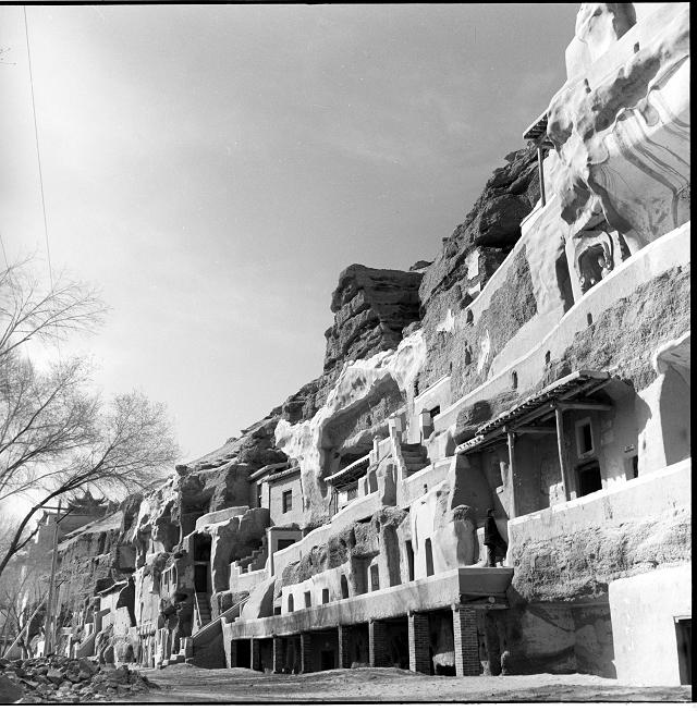 莫高窟第285窟与邻窟的关系-窟南崖面-西魏-1956年