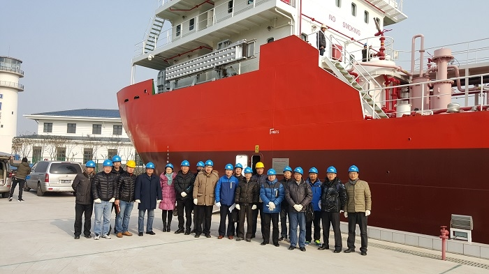 2016年1月19日,组合式液货模拟教学船顺利通过校级专家组验收