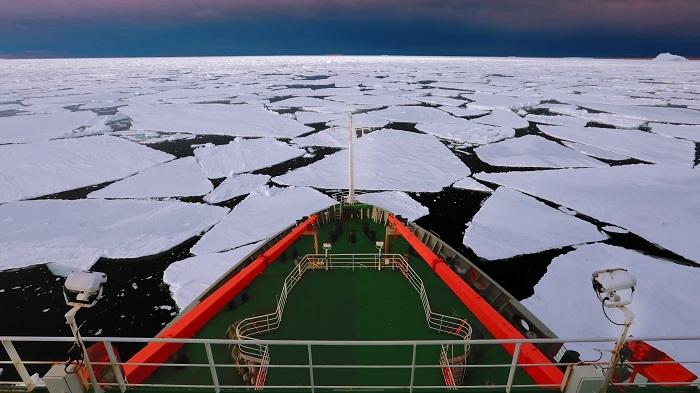 冰区航行(船头)
