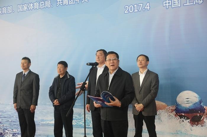 上海市大学生体育协会、中学生体育协会名誉会长薛明扬致开幕词并宣布运动会开幕
