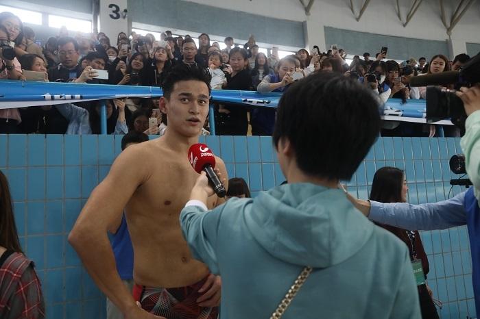 孙杨在赛后接受媒体采访