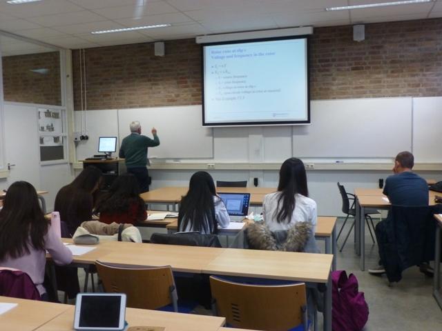 中荷的学生在荷兰上课