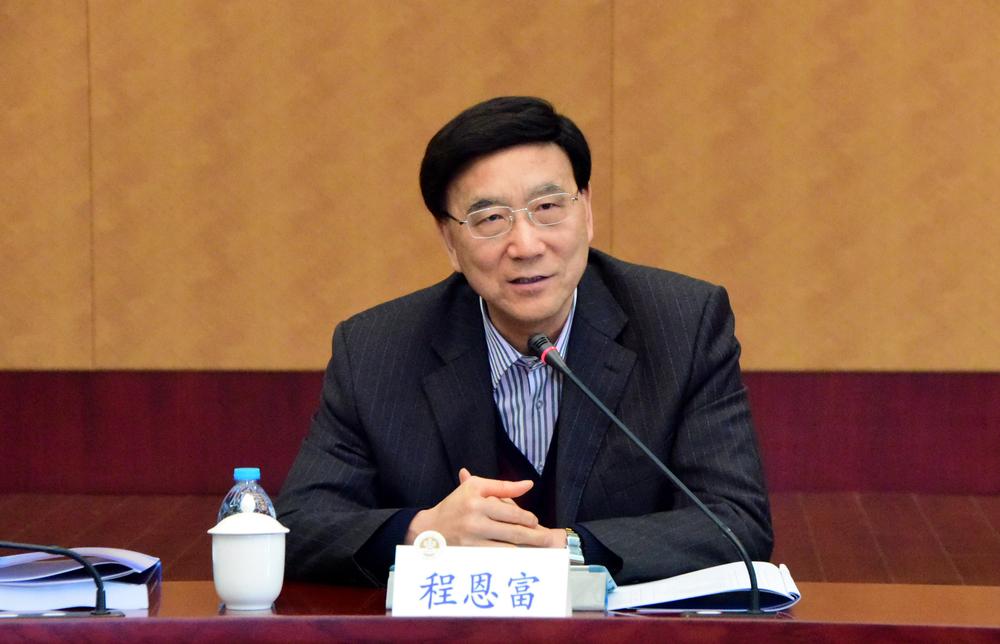 中国社会科学院学部委员、马克思主义学部主任程恩富作报告