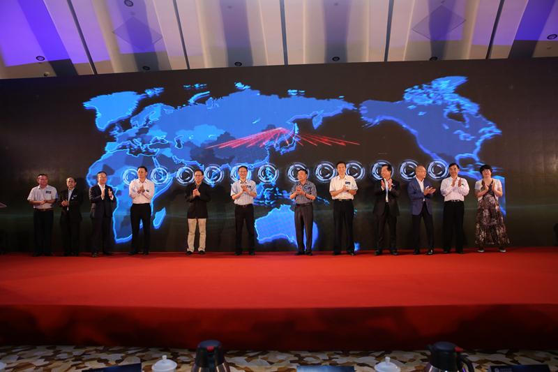 与会校友为上海海事大学110周年华诞送祝福