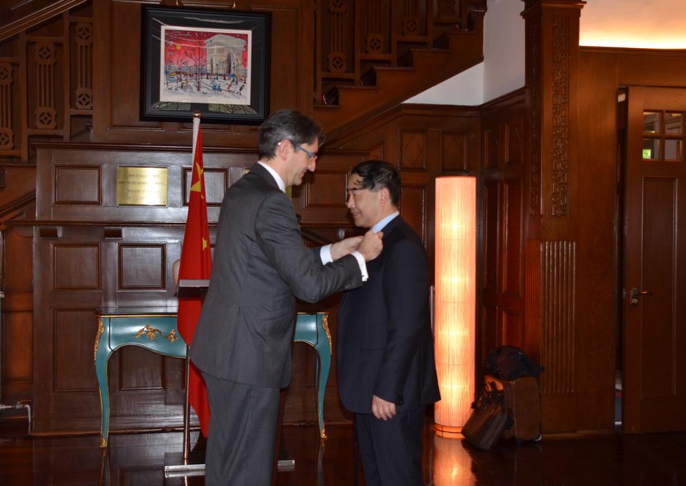 """2015年,汤天浩教授获""""法兰西共和国国家棕榈教育骑士勋章"""""""