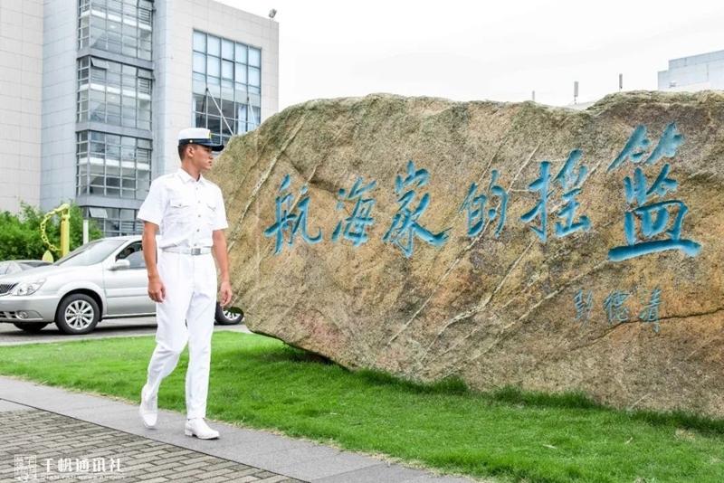 姚禹含同学在海大校园