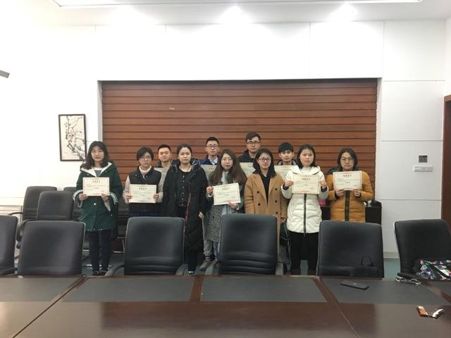 招生办公室为招生宣传志愿者颁发荣誉证书