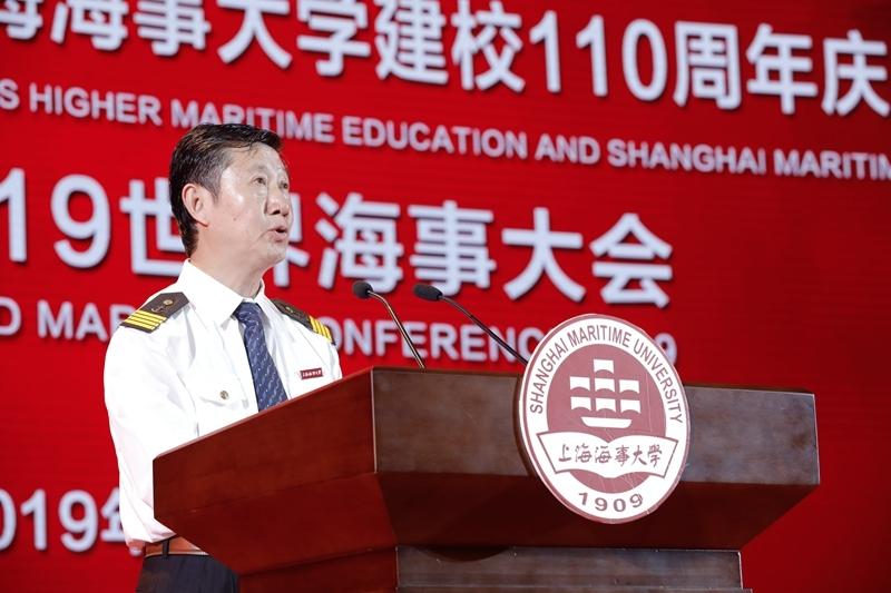 教师代表、商船学院教授、船舶驾驶 77 级肖英杰发言