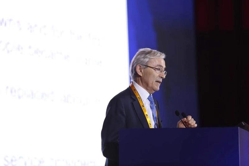 2010年诺贝尔经济学奖获得者克里斯托弗·皮萨里德斯发表演讲