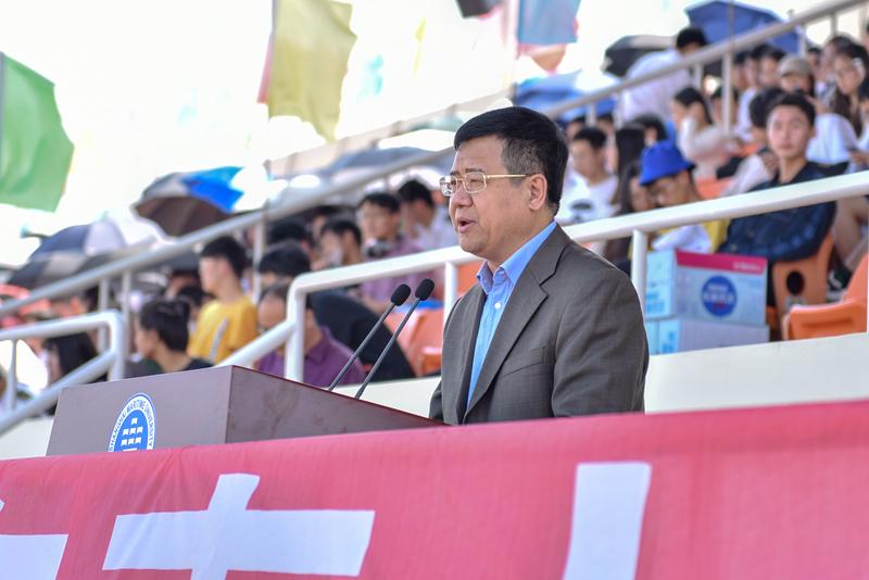 宋宝儒书记致开幕辞并宣布运动会开幕