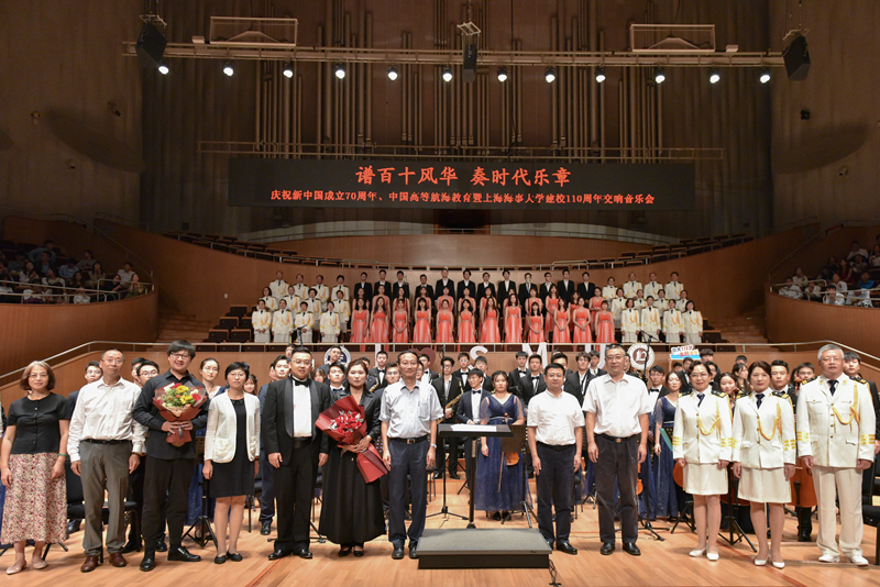 校党委书记宋宝儒、校长黄有方、副校长杨万枫、校党委副书记贺莉等出席音乐会