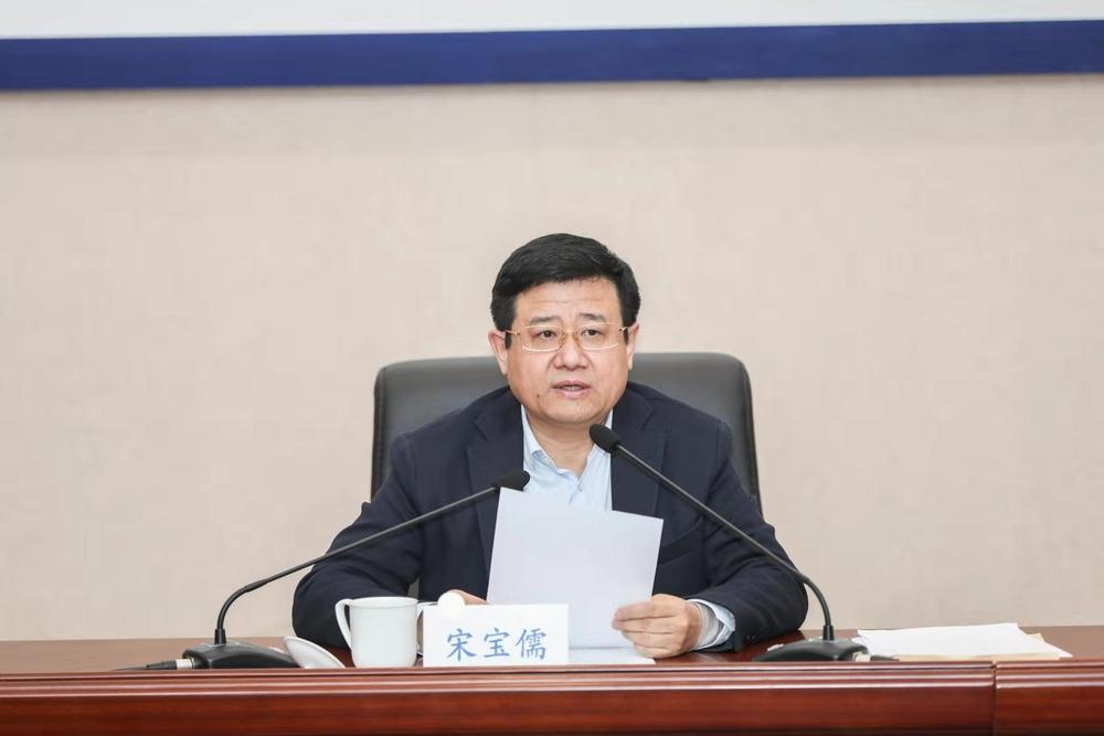 校党委书记宋宝儒宣讲党的十九届四中全会精神