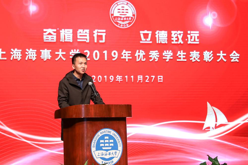 招商局重工(江苏)有限公司人力资源部副经理谭柱荣代表设奖企业发言