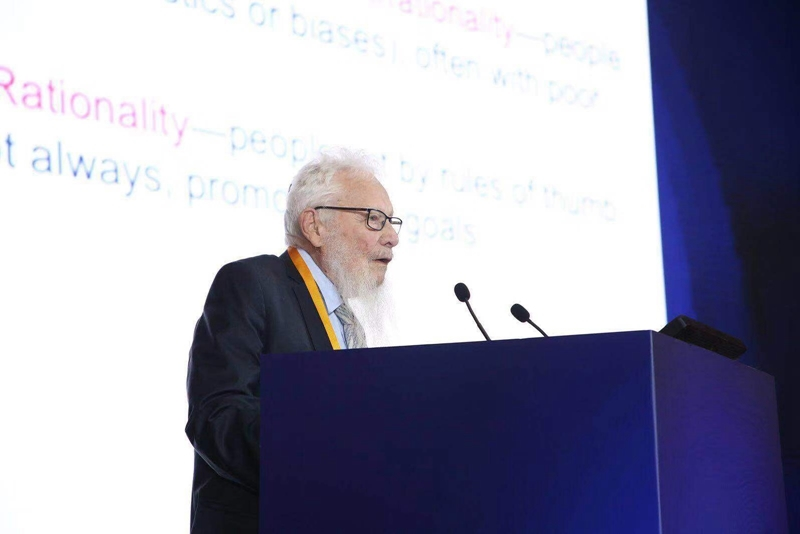 2005年诺贝尔经济学奖获得者罗伯特·奥曼发表演讲