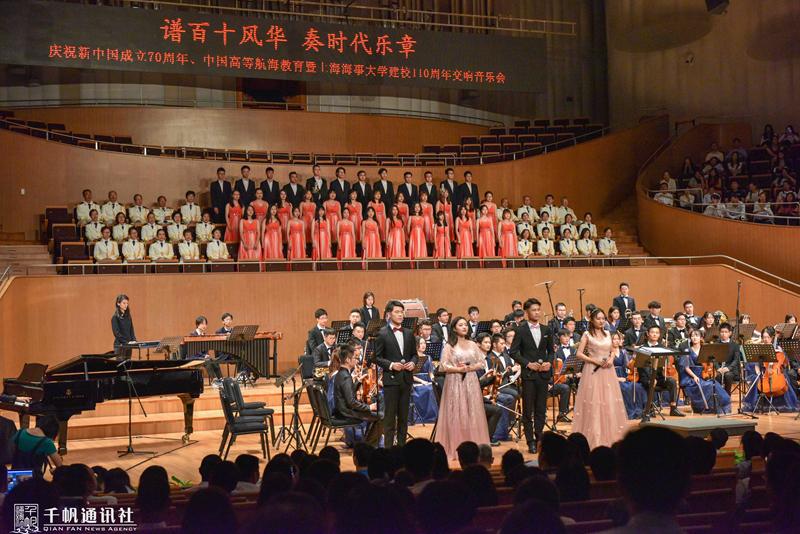 演出由上海海事大学学生交响乐团、学生合唱团及教工歌唱协会合唱团共同演绎