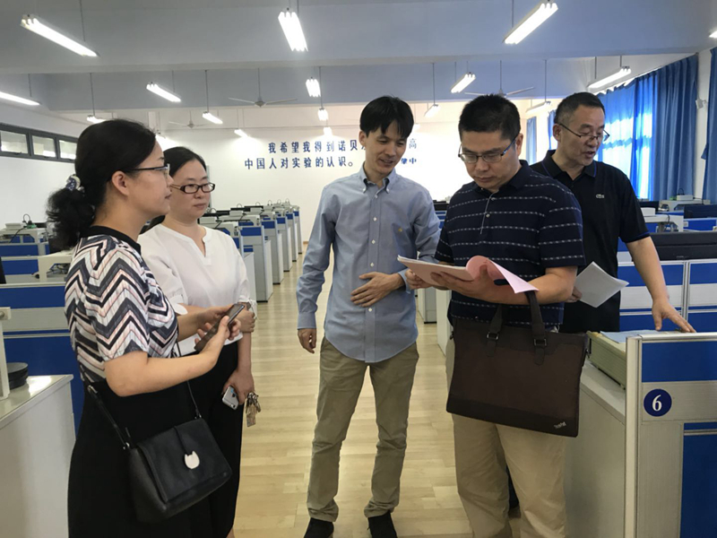 带中国工程教育认证专家现场考察