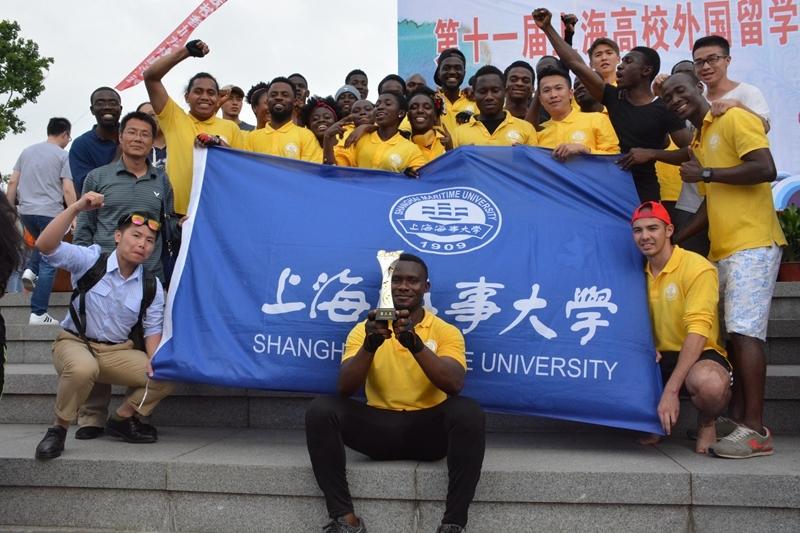 我校留学生龙舟队三次荣膺上海市高校外国留学生龙舟赛冠军