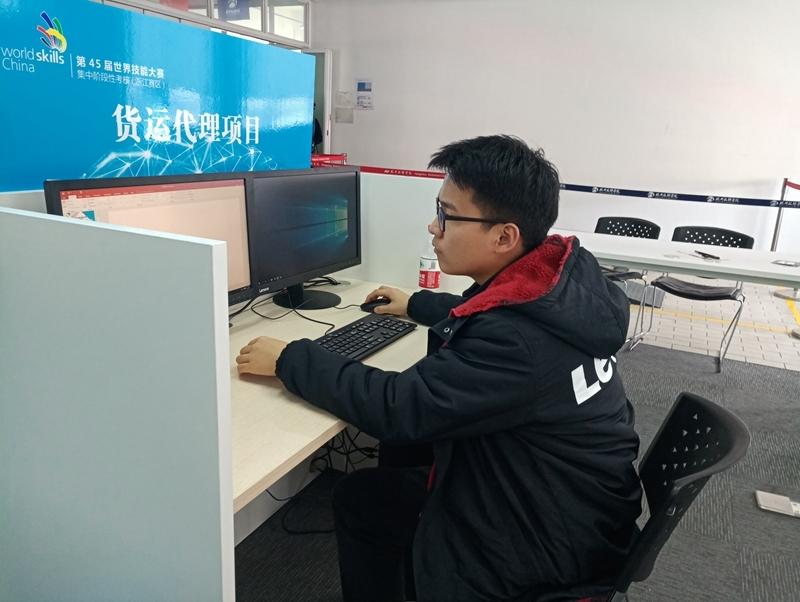 """王宏宇同学在""""五进一""""选拔赛中"""