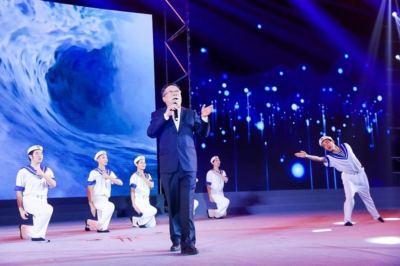 男生独唱:《我爱这蓝色的海洋》张页(08级校友,上海航运交易所总裁)