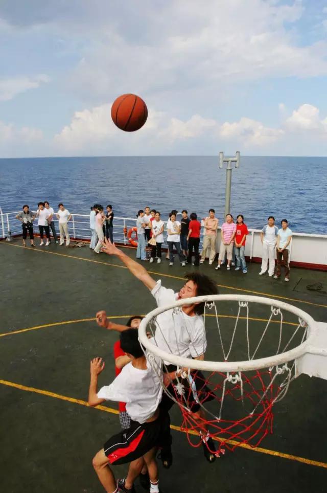 海上篮球赛,那是相当酸爽!