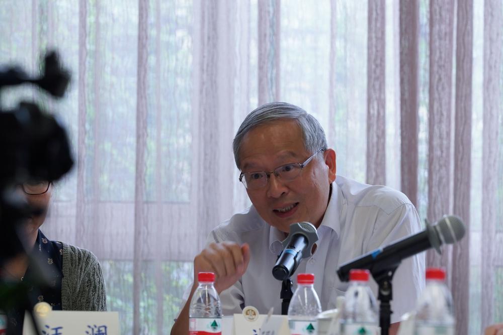 同事代表上海海事大学原党委书记於世成教授发言