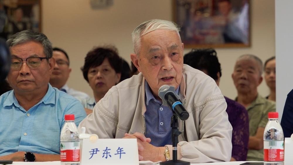 同事代表尹东年教授发言