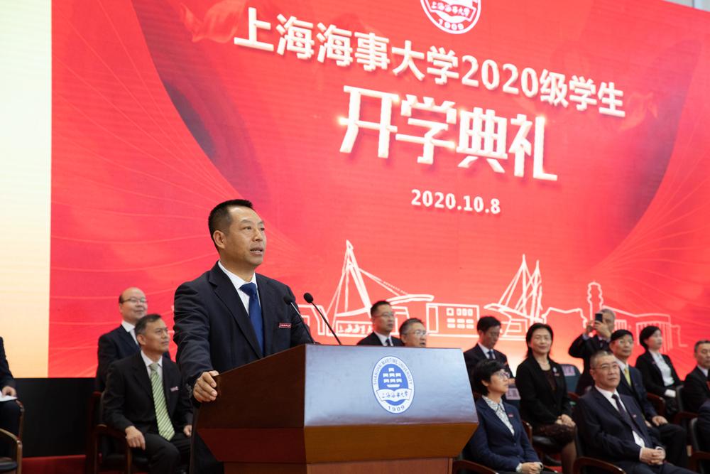 校友代表、1993级船舶驾驶专业毕业生、上海海丰船舶管理有限公司总船长田明远发言