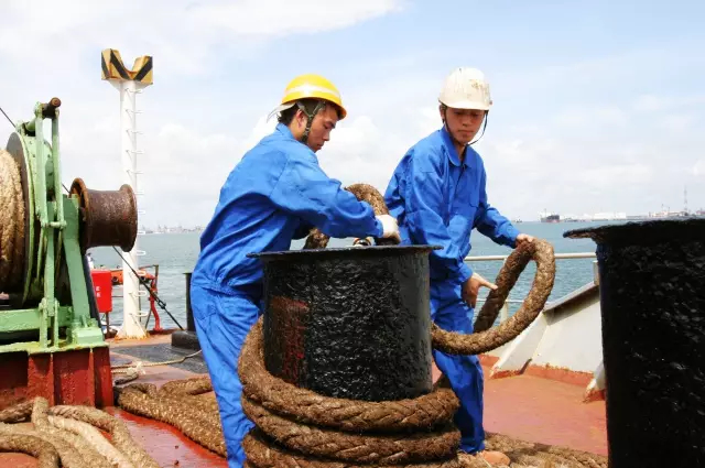 码头系揽绳,这个绳子的重量……谁用谁知道