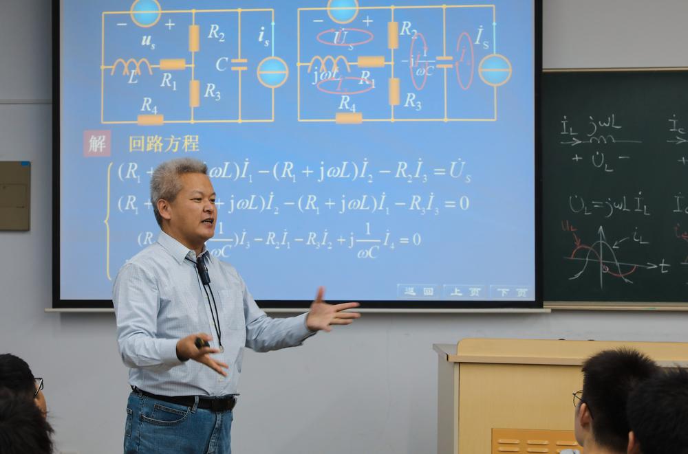 王润新老师在讲课