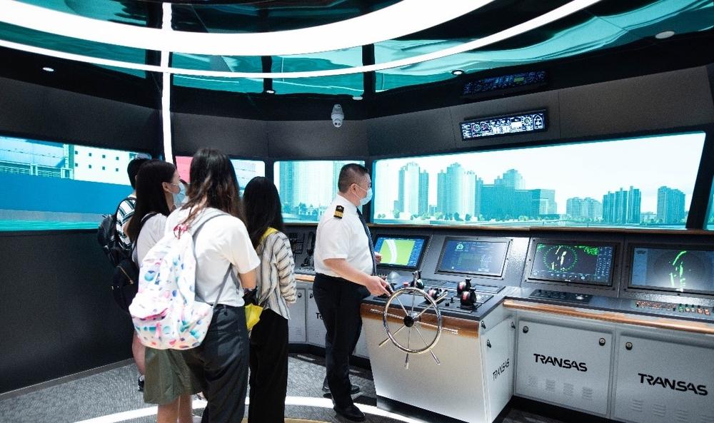 演示如何使用船舶模拟器