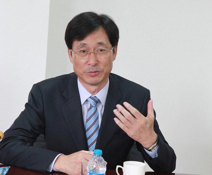 Park Han-il校长介绍韩国海洋大学情况