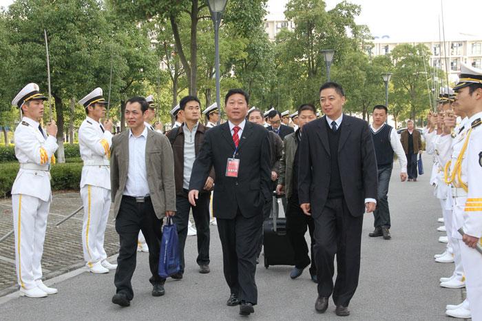党委副书记、副校长孔凡邨引导企业嘉宾入场