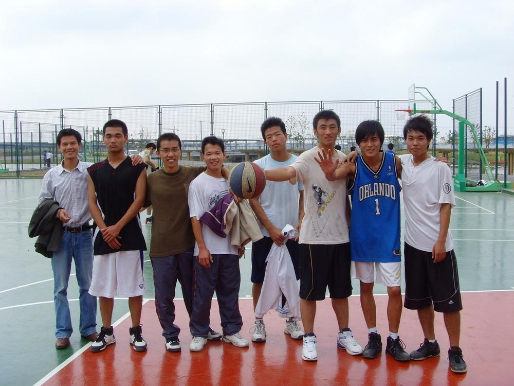 参加学生篮球赛