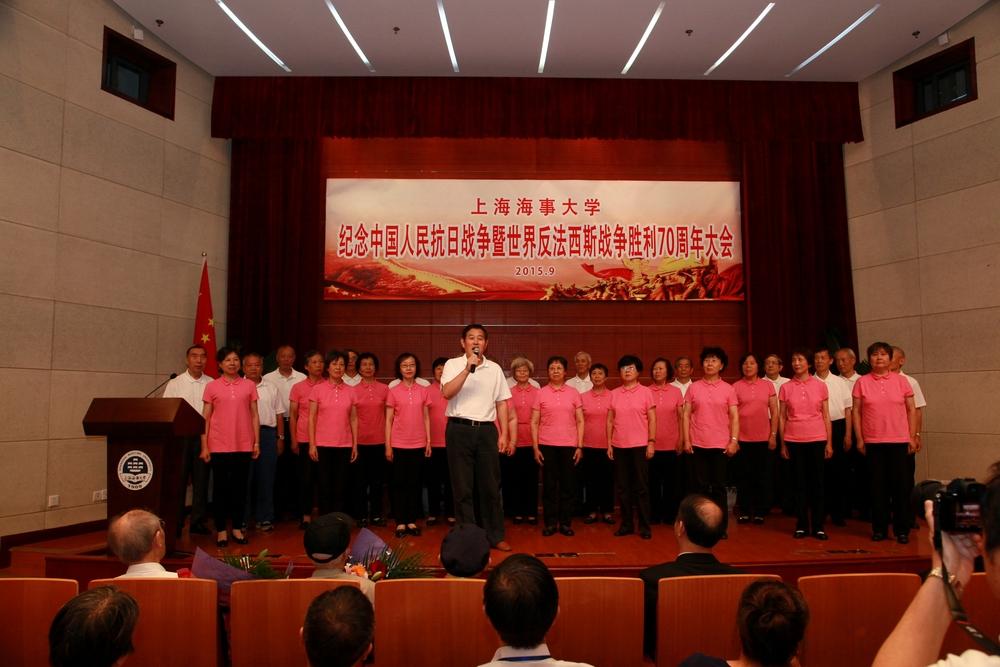 老教授合唱团表演
